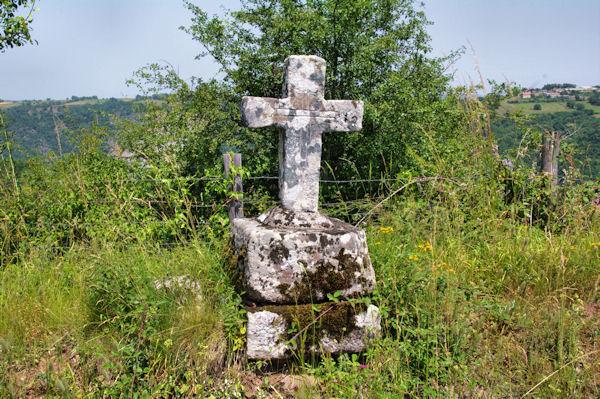 Une croix vers le Puech de Miremont