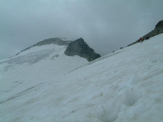 La fin de l&#39ascension du glacier de l&#39Aneto et le col de Coronas
