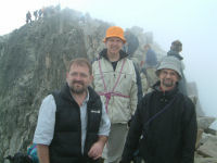 3 valeureux pyreneistes, satisfaits d&#39etre arrives la