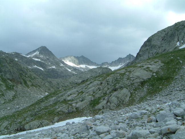Vue des sommets au dessus de la vallée de Barrancs
