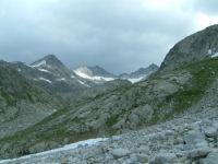 Vue des sommets au dessus de la vallee de Barrancs