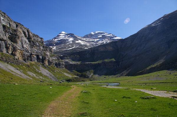 Le cirque de Soaso dominé par le Mont Perdu et le Soum de Ramond