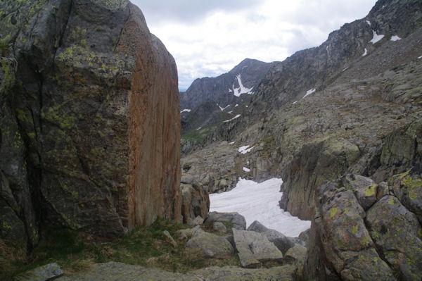 Belle pierre lisse avant de redescendre un petit vallon enneigé