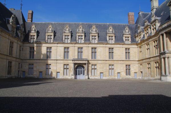 La cour interieure du Château d_Ecouen