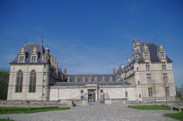 Les façades Est et Sud du Château d_Ecouen