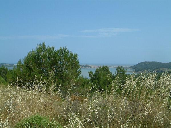 Gruissan et son étang depuis les hauts de Capoulade