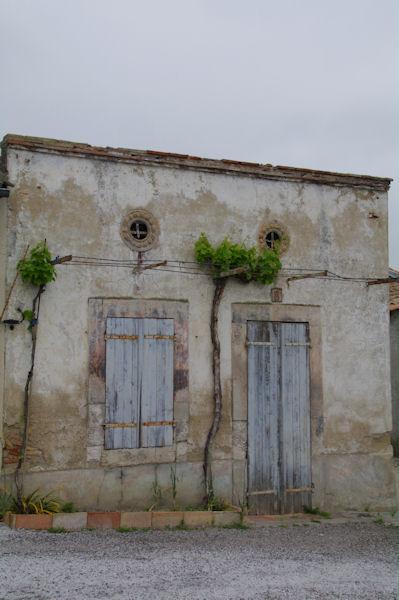 Vielle mais belle façade à l_écluse de St Roch