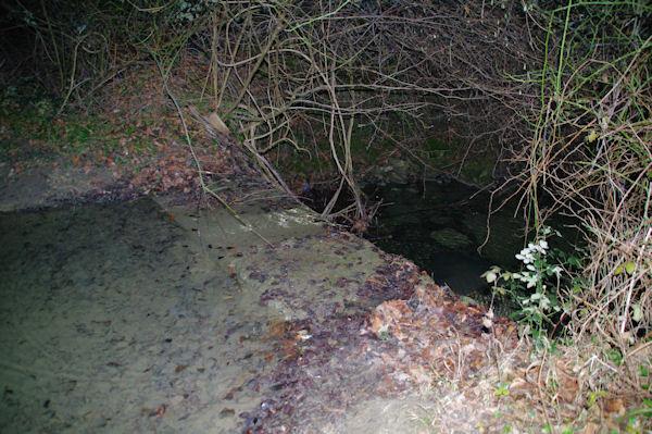 Passage à gué sur le ruisseau de Limoux