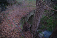 Vuieux pont sur le ruisseau de Limoux