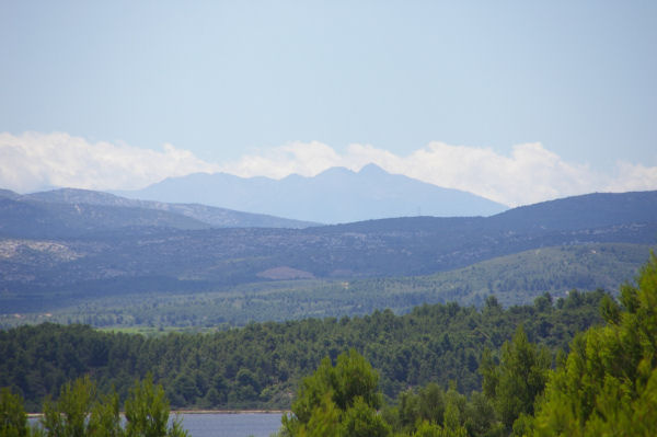 Le Pic du Canigou au loin