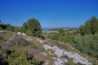 Au loin , l_étang de Gruissan