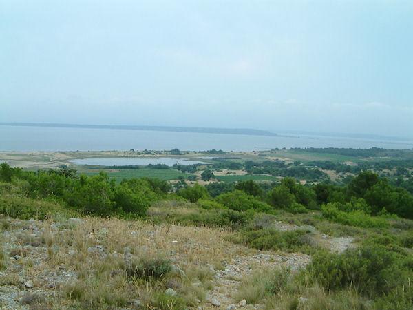 L'étang de l'Ayrolle depuis l'Ile St Martin au dessus de la Coume de l'Abeille