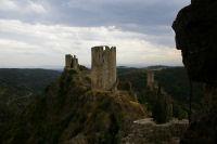Au premier plan, la Tour Regine, derriere la Tour Surdespine et au fond la Tour Quertineux depuis le chateau de Cabaret