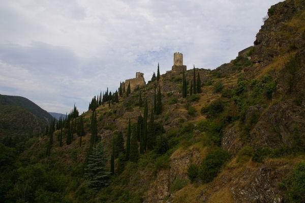 A droite, la Tour Régine et à gauche, la Tour Cabaret