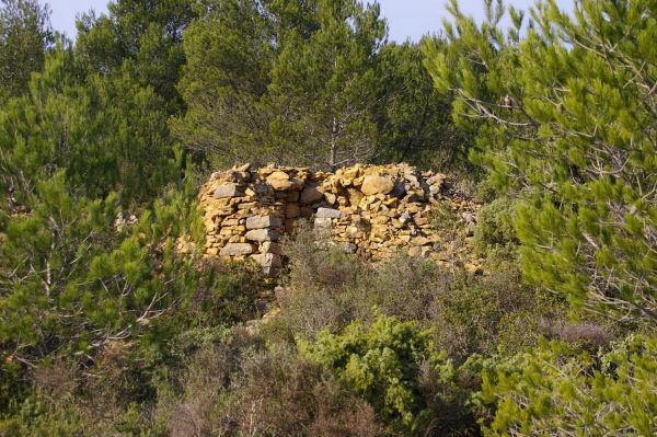 Une ruine en descendant vers Lagrasse