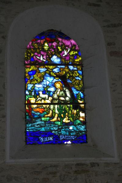 Un vitrail de l'église de Pradelles Cabardès