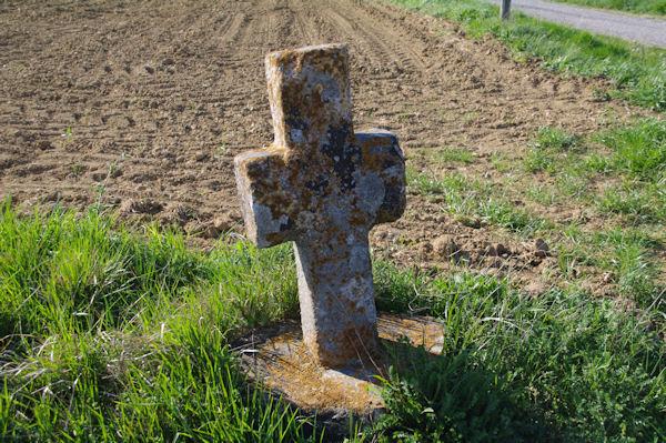 Une vieille croix vers La Paille