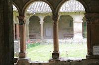 Le cloitre du monastere de St Papoul