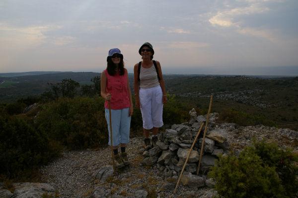 Camille et Marie Françoise au sommet du Pech Redon