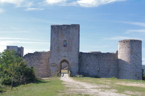 L_entrée du château de Puivert