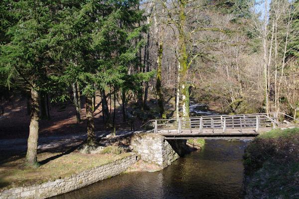 Le pont sur l_Alzeau và la prise d_eau