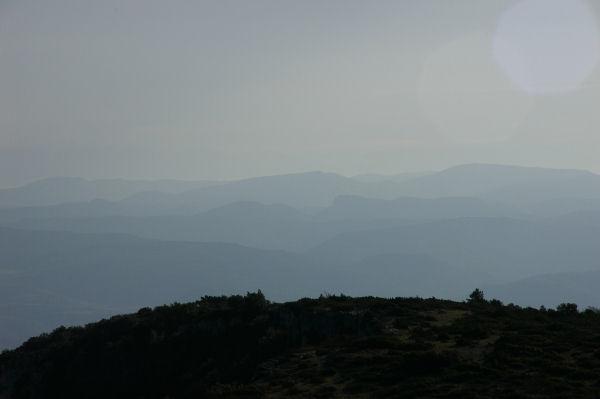 Les contreforts Pyrénéens embrumés