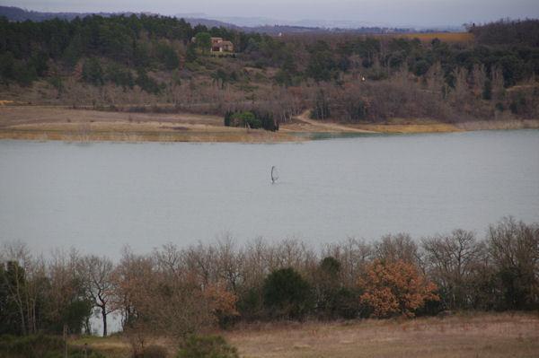 Véliplanchiste au lac de la Ganguise