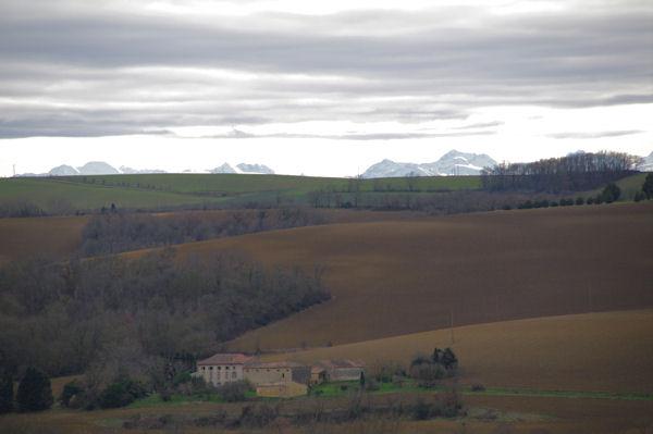Les Pyrénées emergent de la crête