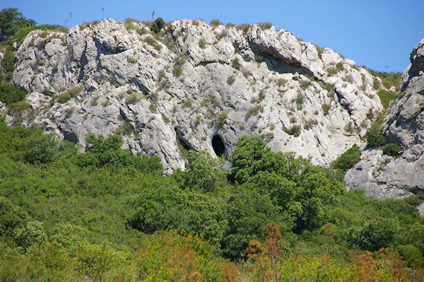 Le massif calcaire de la Clape est parsemé de grottes