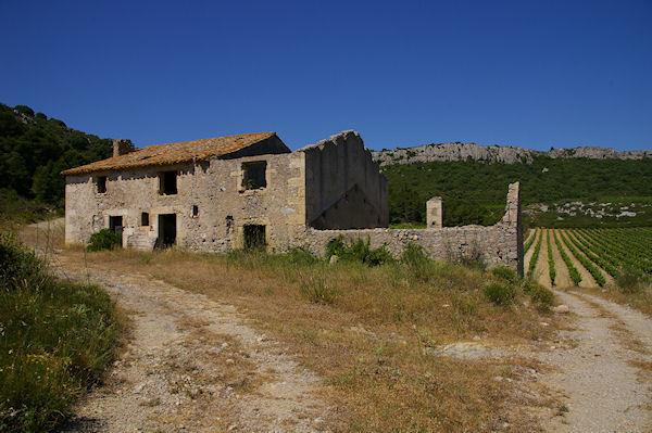 Maison ruinée à La Pierre