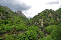 Le vallon du Lialais surmonté par le Fourcat d_Heric