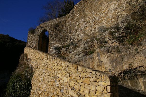 La porte Sud de Minerve donnant sur la Cesse