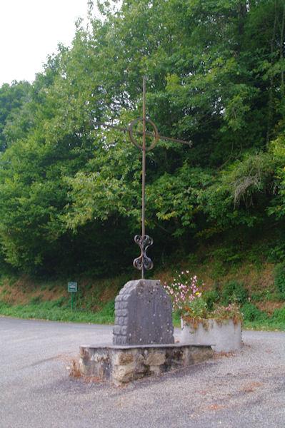 Une croix à Villelongue sur la D162c
