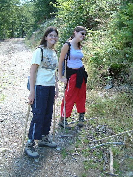 Julie et Camille dans la Combe Longuet en remontant vers le Mt Aigoual