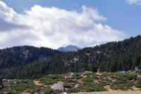 Le Puig Carlit pointe le bout de son nez au dessus de la Serra de les Llebres