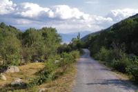 La petite route menant a Angoustrine