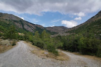 La vallee de la riviere d'Angoustrine a Els Vivers