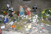 Offrandes dans la Chapelle de Santa Maria de Belloc