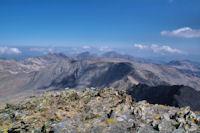 Le plateau des Puig Sobirans, derriere, les Puig Peric