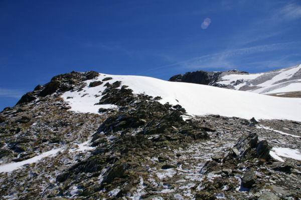 Une plaque à vent barre l accès au Puig de la Coma d Or