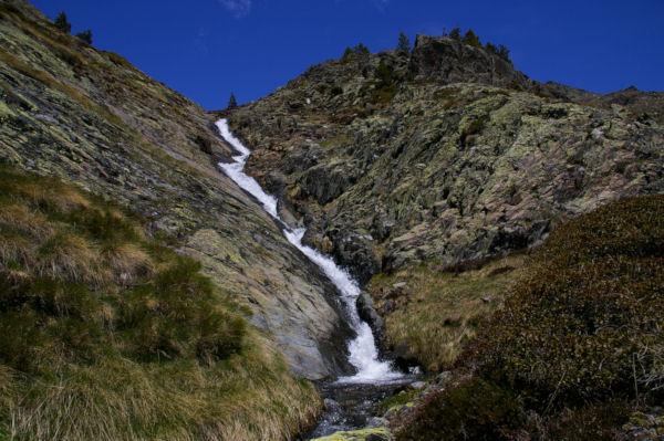 Le ruisseau de Querforc descendant de la Sola de Cortal Rosso