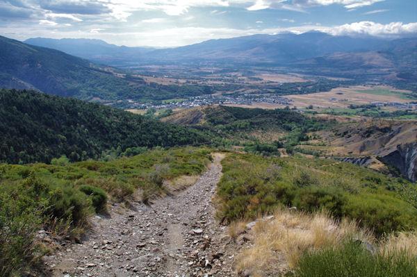 La descente raide du Montcalt