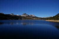 Le lac des Bouillouses, le Pic Peric et le Petit Peric au fond.