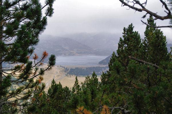Le lac des Bouillouses depuis la forêt domaniale de la Calma