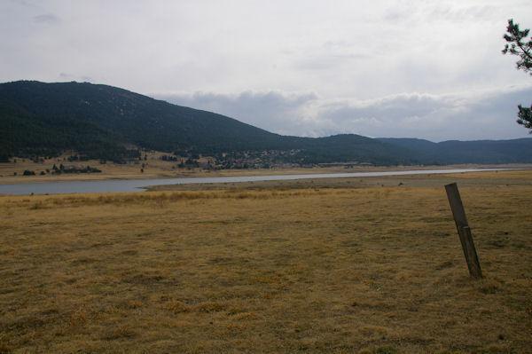 Vue Nord du Lac de Matemale, le Puig de la Tossa au fond