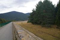 Le passage sur le barrage du Lac de Matemale