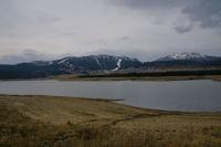 Vue Nord du Lac de Matemale, la station des Angles au fond
