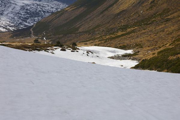 Contraste dans la Coma d&#39en Garcia, versant Nord enneigé, versant Sud pelat!