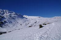 Au fond, le Pic de la Mina depuis le Col de Puymorens