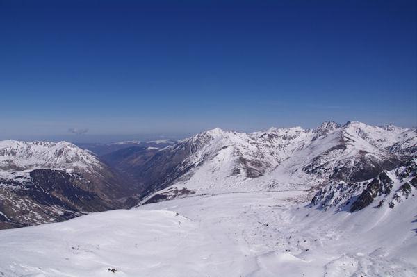 La haute vallée de l_Ariège depuis le Pic de la Mina